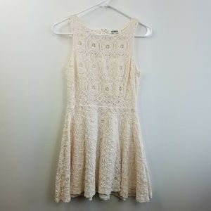 BB Dakota Cream Eyelet Sleeveless Lace Dress 6